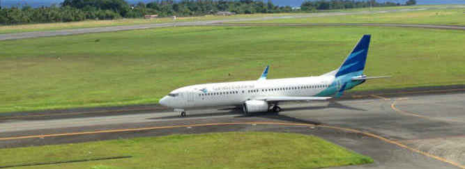 Pesawat Garuda Indonesia di Bandara Pattimura Ambon