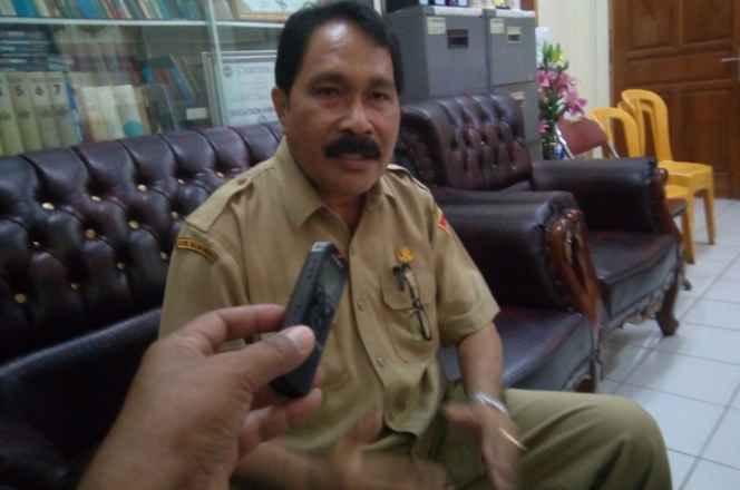 Ketua MKKS Kota Ambon, Drs. Jantje Mahulette, M.M.Pd