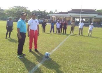 Bupati Maluku Tegah Buka Turnamen Piala Bupati Cup U-19