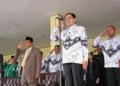 Wakil Gubernur Maluku DR. Zeth Sahuburua, SH , Jadi Irup Peringatan Hari Guru Nasional di KotaTual, Tampak Walikota Tual Adam Rahayaan dan Bupati Malra Hi. Hanubun.