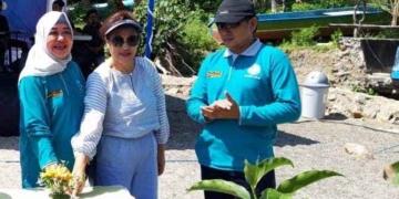 Ketua PKK Maluku, Reti Assagaff (kiri) Canangkan GPTPP 2018