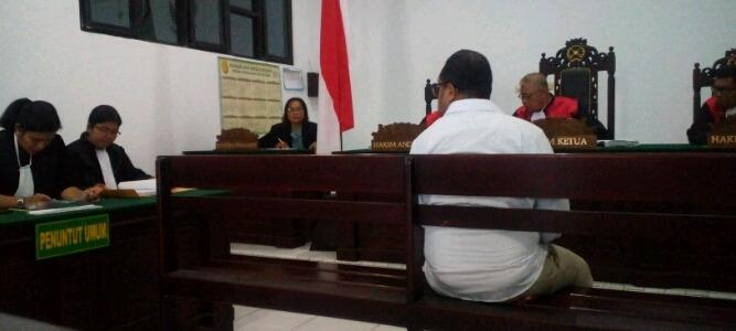 JPU sat membacakan tuntutan kepada Karyawan PT Multimedia Televisi atau Net TV, Reza Albertho Likumahwa