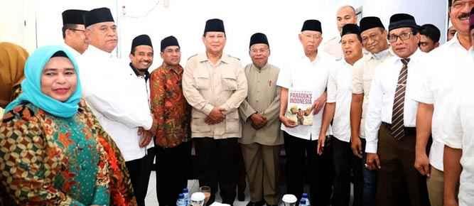 Prabowo Subianto di Kantor MUI Maluku