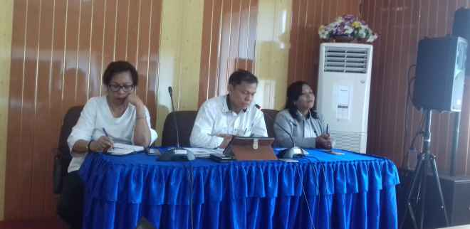 Kepala BPS Provinsi Maluku, Drs. Dumangar Hutauruk, M.Si (tengah).