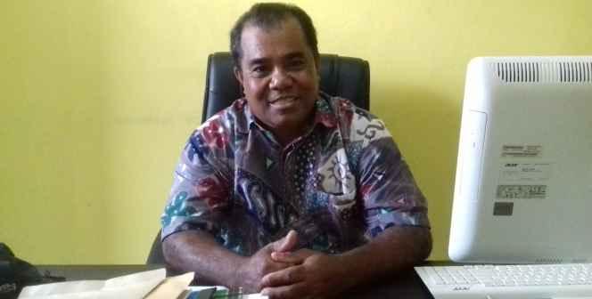 Usman Elly, SP. Kepala Desa Waiheru.