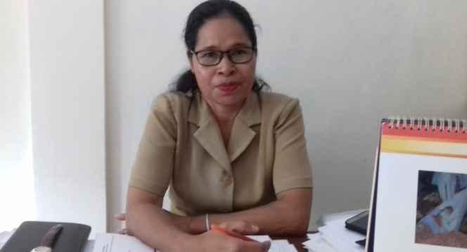 Ibu Stien Pollatu, Pendamping KB Desa Waiheru.