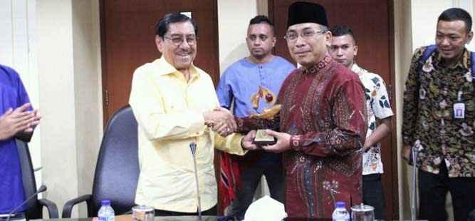 Anggota Watimpres, Yahya Cholil Staquf bersama Wagub Maluku Zeth Sahuburua