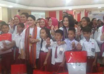 Ibu Negara, Iriana Joko Widodo Bersama Siswa/i di Ambon.