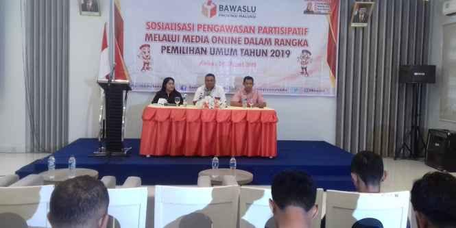 Kepala Sekretariat Bawaslu Maluku, Nurbandi Latarissa, S.IP. MM (kanan).