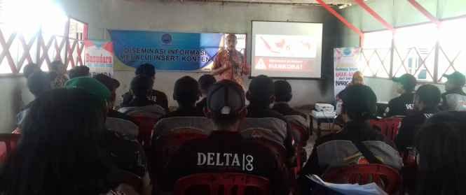 Kabid P2M, Drs. Beni Timisela, M.Si, Pemateri pada Desiminasi Informasi melalui Insert Konten, kepada Satgas Anti Narkoba di Desa Kabauw.