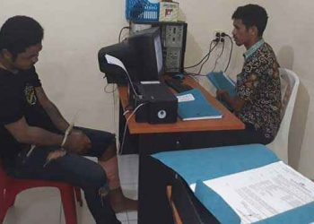 BU alias Berthi (25) saat diperiksa penyidik Polres Pulau Ambon dan Pp Lease