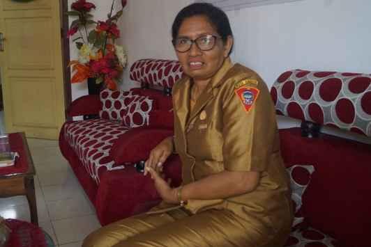 Kepala SMP Negeri 1 Ambon, Ny. Gertriuda Patty, S.Pd.