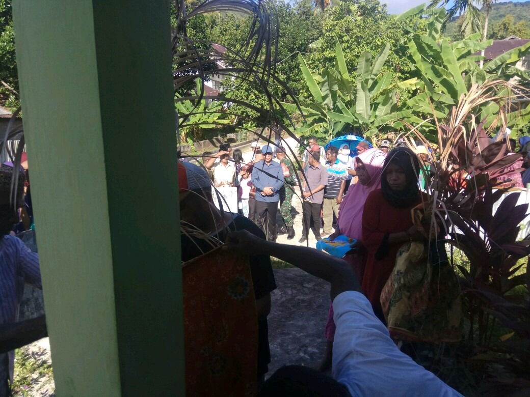 Bupati Malra, M. Thaher Hanubun dan Rombongan Saksikan Pencabutan Sasi di Ohoi Larat.