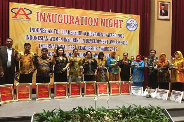 Para Penerima Penghargaan Indonesia Women Inspiring In Development Award Tahun 2019.