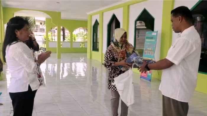Penyerahan Masker Di Masjid Passo.