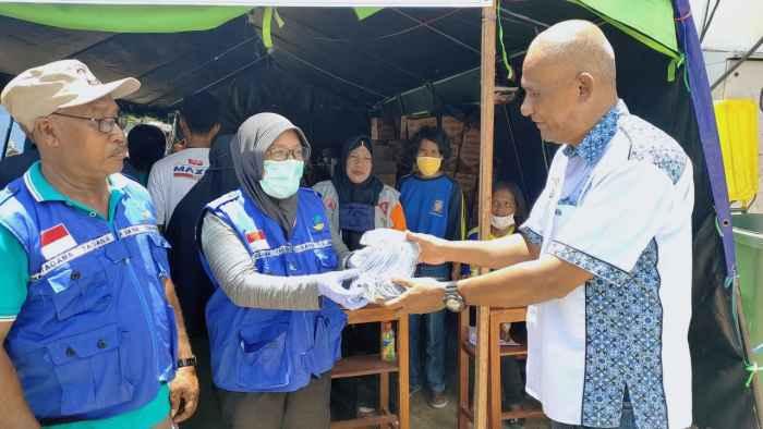 Penyerahan Bantuan Kemanusiaan Untuk Korban Kebakaran di Ongkoliong Desa Batu Merah.
