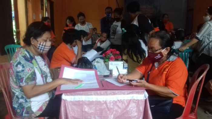 Suasana pendataan peserta yang ikut pelayanan KB Gratis.
