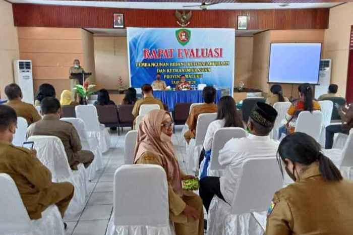 Peserta Rapat Evaluasi Pembangunan Ketenagkerjaan dan Ketransmigrasian.