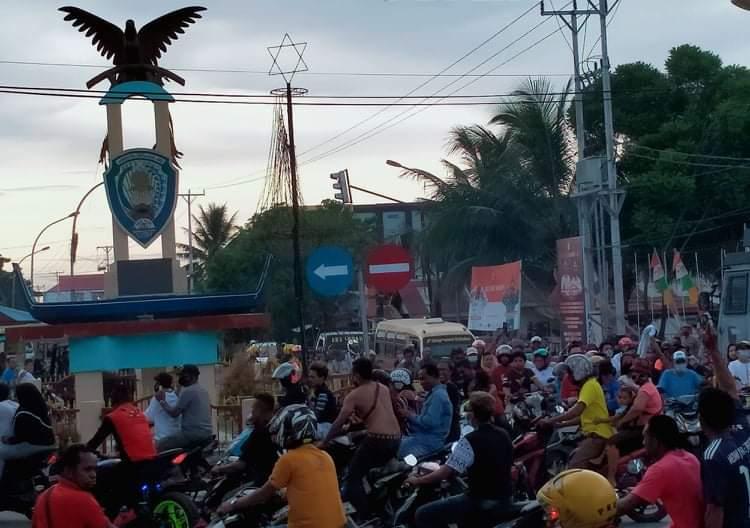 "Simpatisan Pasangan ""JOIN"" Pawai Damai, Atas Kemenangan Pilkada Kabupaten Kepulauan Aru"
